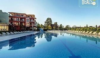 Пълноценна почивка в хотел Елеганс Спа 3*, Огняново! 2, 3 или 4 нощувки със закуски и вечери, ползване на външен и вътрешен басейн с минерална вода, джакузи, сауна, парна баня, безплатно за дете до 3.99г.!
