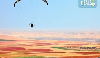 Панорамен тандемен полет с парапланер - свободно летене край Варна, Албена, Каварна, с.Топола, с.Невша, Мадара или Шумен със заснемане с Go Pro камера от Dedalus Paragliding Club!