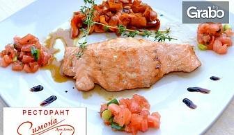 Парче домашна торта, сок от бъз и кафе, свежа салата с пиле или сьомга с карамелизирани талиатели от моркови