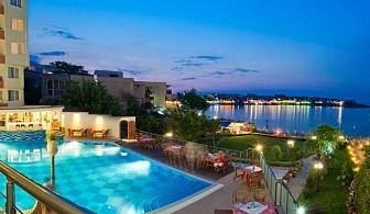 На първа линия на централния плаж на Созопол и красива гледка към стария град от Хотел Вила Лист за една нощувка със закуска и безплатни чадър и шезлонг на басейна и фитнес / 01.05.2017 - 14.06.2017