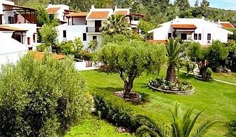 На първа линия от 11.09 до 15.10 в Геракини, Гърция! Нощувка за до 6 човека в самостоятелна къща от комплекс Trikorfo Beach