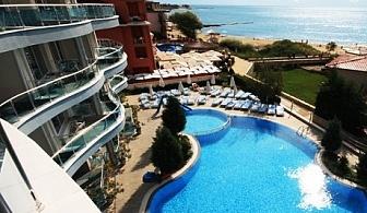 На ПЪРВА линия през Май и Юни в Слънчев бряг! Нощувка, закуска, вечеря + басейн само за 29 лв. в хотел Blue Bay***