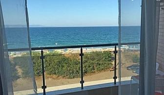 На първа линия през Юни в Поморие! Нощувка за до 8 човека в студио или апартамент с изглед море в Апарт хотел Иглика