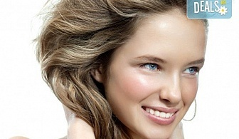 Перфектна визия! Безиглено влагане на хиалуронова киселина за попълване на бръчки и уголемяване на устни в Салон за красота и СПА Станиели!