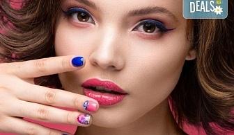 Перфектни ръце! Маникюр с BlueSky, 2 декорации и масаж на длани в салон за красота Женско Царство в Студентски град или в Центъра!