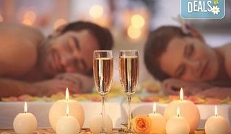 """Перфектният подарък! СПА пакет """"Сан Марино"""": синхронен дълбокотъканен масаж за двама с бадем, злато или шоколад, 2 чаши уиски или бяло вино, ядки и релакс в борова инфраред сауна в луксозния Senses Massage & Recreation!"""