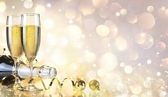 ПЕТЗВЕЗДЕН ЛУКС за Нова Година в Солун - Хотел Mediterranean Palace! Пакет с ТРИ нощувки със закуска и вечеря в периода 29.12.2019-02.01.2020