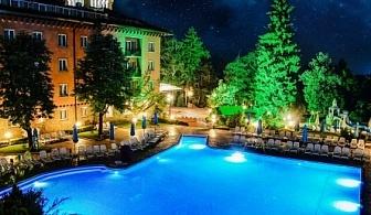 Петзвездна Нова Година в хотел Двореца*****Велинград! 3 или 4 нощувки със закуски, празничен обяд и Празнична Новогодишна Вечеря + втрешен и външен минерален басейн, джакузита, сауна и парна баня!!!