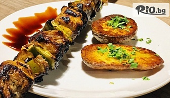 Пилешки или Свински шашлик на барбекю със запечен картоф и сос барбекю, от Механа Чевермето