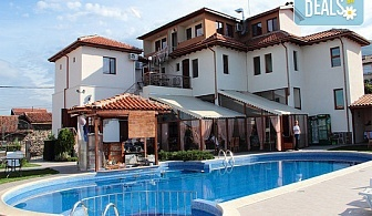Планински релакс в Еко комплекс Флора, с. Паталеница! Нощувка със закуска, ползване вътрешен басейн, джакузи и зона за релакс, безплатно за  дете до 4.99 г.