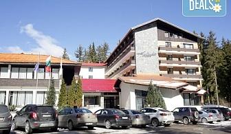 Планински релакс в хотел Финландия 4*, Пампорово! Нощувка със закуска и вечеря, ползване на басейн, транспорт до пистите, безплатно за дете до 5.99г.!