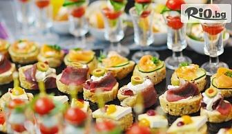Плата с апетитни коктейлни хапки - 90, 140 или 195 броя, аранжирани и декорирани за директно сервиране, от Криейтив кетъринг