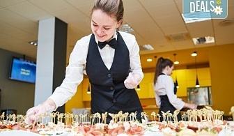 4 плата с общо 120 хапки с прошуто, сирене, маслина и мини еклери с гъши пастет от Топ Кет Кетъринг!
