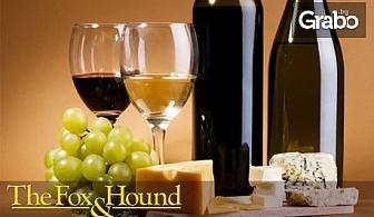 Плато с италиански сирена и колбаси, препечен хляб и дип, плюс 2 чаши вино