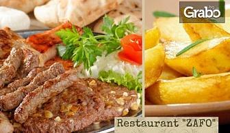 1.3кг плато за компания! Колбасица, пилешки и свински карета и пикантни картофки
