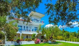 От 17.08 – 26.08 на 100 м. от плажа в Посиди, Халкидики, Гърция! Нощувка на човек във Faros Apartments
