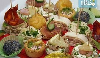 Почерпете гостите си със стилен сет от 115, 170 или 230 солени и сладки хапки микс от H&D Catering