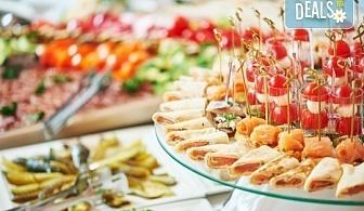 Почерпете приятелите! Вземете сет със 100, 150 или 200 коктейлни хапки микс от H&D catering!