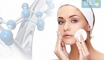 Почистване на лице, антиейдж терапия или окситерапия, масаж по Зоган и оформяне на вежди в салон за красота Madonna в Центъра