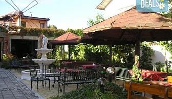 Почивайте в къща за гости Цезар 2*, Хисаря! 2 или 3 нощувки със закуски и вечери, безплатно за дете до 10г.!
