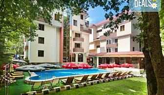 Почивайте на 70 метра от плажа в Хотел Сигма, Китен! 1 нощувка със закуска и вечеря, ползване на басейн и детска площадка, безплатно за дете до 11.99г.