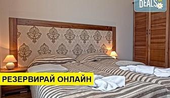 Почивайте в семеен хотел Корнелия 3*, Банско, до Пирин Голф! Нощувка на база BB или HB, ползване на парна баня, сауна, закрит басейн с минерална вода и транспорт до лифта през зимата