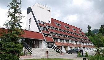 Почивка в Боровец! Нощувка, закуска и вечеря + бонуси само за 44 лв. в хотел Мура***