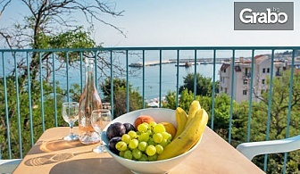 Почивка в Черноморец през Август и Септември! Нощувка с възможност за закуска - на първа линия