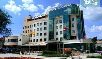 Почивка в Diplomat Plaza Hotel & Resort 4*, Луковит! 1 нощувка със закуска или закуска и BBQ обяд, ползване на СПА пакет и разходка с гид до пещерата Проходна