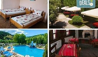 Почивка в Добринище! 1 нощувка със закуска и вечеря в къща за гости Андрееви, отстъпка за ползване на минерален басейн!