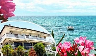 Почивка за ДВАМА на брега на морето в Халкидики, Гърция. Нощувка за двама + шезлонг на плажа от хотел Filoxenia Неа Ираклия