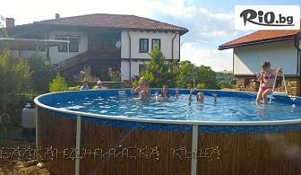 Почивка в Габровския Балкан до края на Октомври! Нощувка за до 13 човека при ползване на хотелска част и самостоятелна механа + басейн и БОНУС за конна езда, от Балканджийска къща