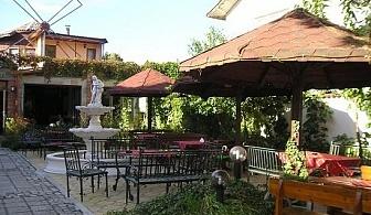 Почивка в Хисаря! Нощувка, закуска, обяд и вечеря само за 34 лв. в ресторант – хотел Цезар