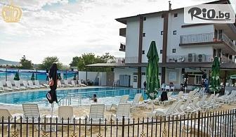 Почивка в Хотел Царска баня, гр. Баня! Нощувка със закуска и вечеря + 2 процедури на ден + външен минерален басейн и релакс зона