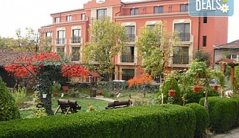 Почивка в Хотел Клуб Централ 4* в Хисаря! Нощувка със закуска, ползване на вътрешен минерален басейн и релакс център, безплатно за дете до 5.99г.