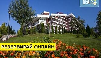 Почивка в хотел Релакс КООП 2*, Вонеща вода! Нощувка на база HB или FB, ползване на басейн, сауна, парна баня и котрастен душ