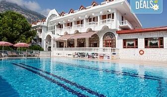 Почивка в Кемер, Анталия, хотел Larissa Mare Beach 4*: 7 нощувки на All Inclusive, възможност за чартърен полет София - Анталия - София и трансфер до хотела