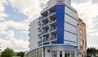 Почивка в Св. Св. Константин и Елена на 10 км. от Варна! Нощувка със закуска и вечеря само за 32.50лв. в хотел Йо***