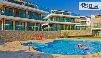 Почивка в местността Буджака в Созопол до края на Август! Нощувка в луксозен апартамент + басейн, шезлонг и чадър, от Комплекс Панорама Бей 3* на първа линия