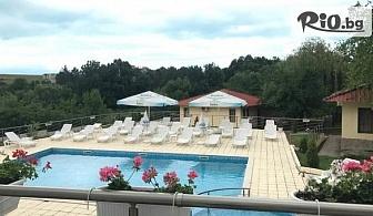 Почивка на 150 метра от плажа в Царево през Юли и Август! Нощувка със закуска и вечеря + басейн, шезлонг и чадър, от Хотел Марая