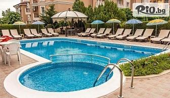 Почивка на 150 метра от плажа в Свети Влас през Юни! Нощувка + басейн, чадър и шезлонг, от Семеен хотел Венера 3*