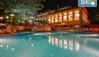Почивка с минерална вода в Хотел Балкан 3*, Чифлик! 2, 3, 4 или 5 нощувки със закуски, ползване на басейн, външни джакузита с хидромасажни дюзи и зона за релакс, безплатно за дете до 4.99 г.