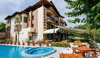 Почивка в Огняново! Нощувка със закуска, обяд* и вечеря + релакс зона и акватоничен басейн с минерална вода в Хотел Огняново!