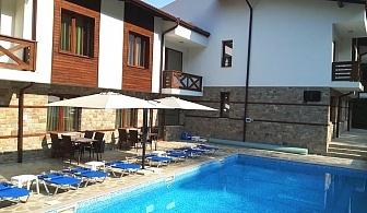 Почивка в Огняново! 1 или 3 нощувки със закуски за двама или четирима + външен минерален басейн в Къщи за гости Релакс