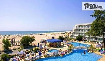 Почивка на първа линия в Албена! Нощувка със закуска + чадър и шезлонг на плажа, от Хотел Калиопа 3*