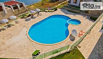 Почивка на първа линия в местността Буджака в Созопол през Август! Нощувка в луксозен апартамент + басейн, шезлонг и чадър, от Комплекс Панорама Бей 3*