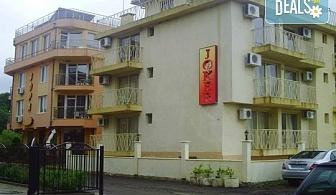 Почивка през август и септември в хотел Жокер 3*, с. Лозенец! 1 нощувка, интернет и паркинг, безплатно настаняване за дете до 7.99г.