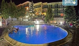 Почивка през лятото в хотел Виталис 2*, к.к. Пчелински бани! 1 или 2 нощувки със закуски или закуски и вечери, ползване на вътрешен и външен басейн с минерална вода, безплатно за дете до 6г.!