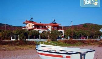 Почивка през лятото в Mantzanas Apartments, Халкидики, Гърция! 3/5/7 нощувки за до петима човека в едноспален или двуспален апартамент!