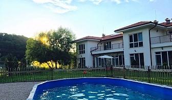 Почивка през септември! Нощувка за 10 или 20 човека + трапезария и басейн в къща Casa Apriltsi - Априлци